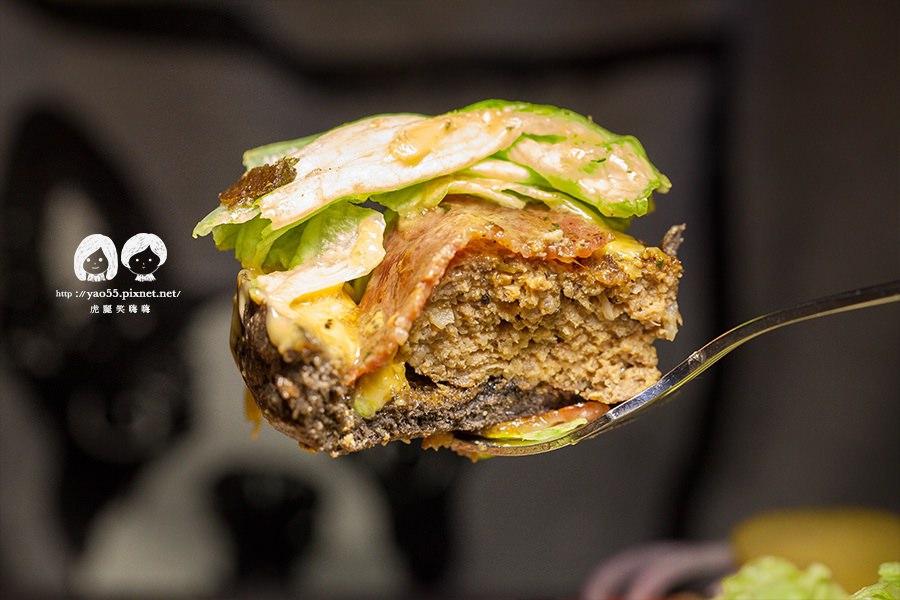 布雷克漢堡 花生培根手工牛肉堡 NT260 可以用刀叉吃