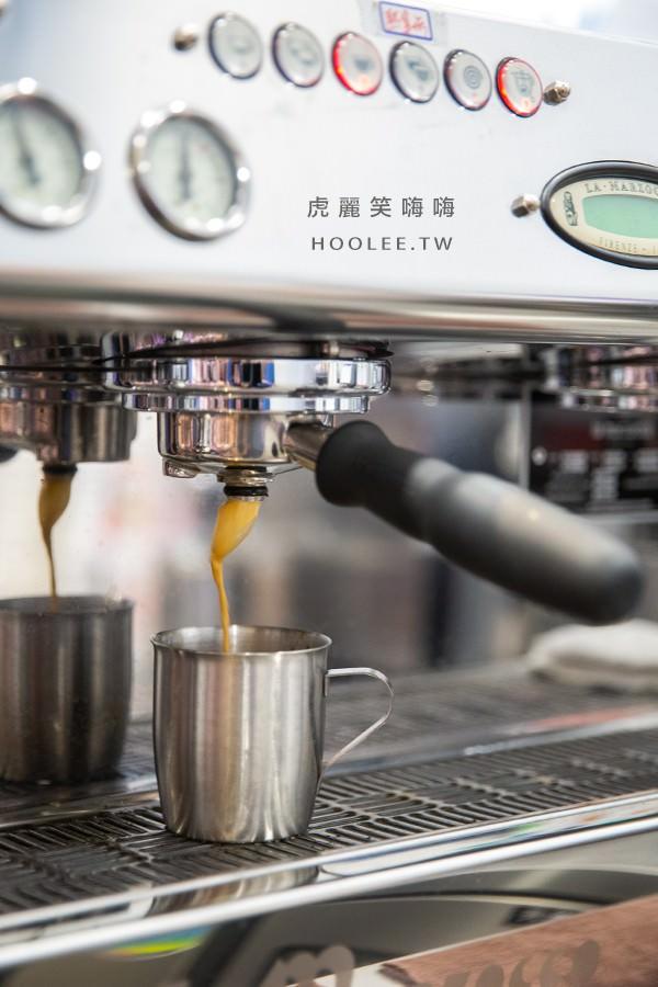 咖啡平方 楠梓店 重乳拿鐵 70元 這款加入煉乳