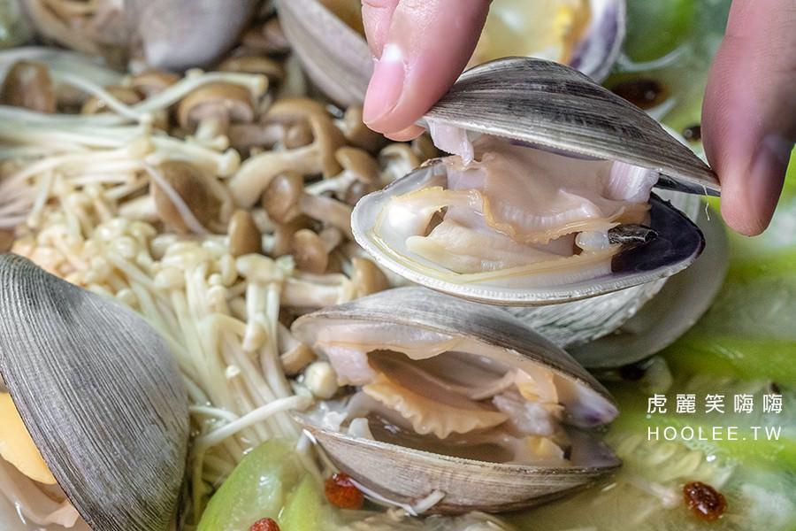 Kk平價海鮮燒烤餐廳 高雄宵夜熱炒推薦 陶板絲瓜牛奶蛤 360元