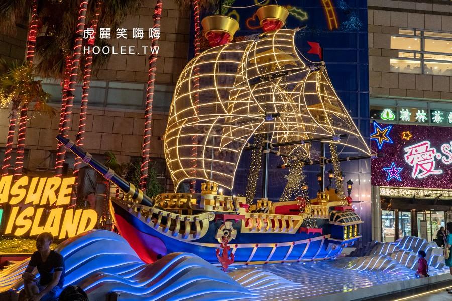 愛Sharing 2019 高雄 夢時代聖誕節 TREASURE ISLAND 金銀島/1F時代廣場 海盜船排隊拍照 有海盜帽子道具可以穿戴體驗