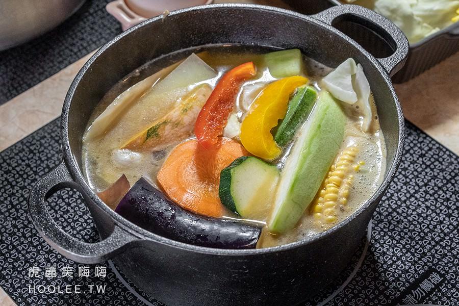 爸爸媽媽私房鍋物 高雄火鍋推薦 花雕雞腿鍋 460元 菜盤