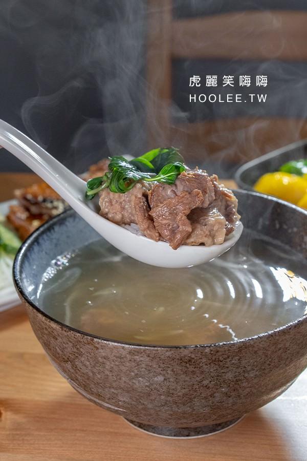普拉斯原創牛排 高雄牛排推薦 半筋半肉燉湯 150元 可免費提供一份飯或麵,如有需要請告知店家