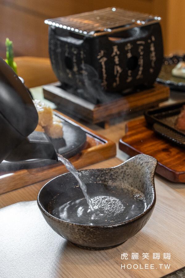 小泉聚場 高雄日本料理推薦 居酒屋 義享天地美食 用餐免費招待鮮雞湯、小菜 熱騰騰的雞湯清香甘醇