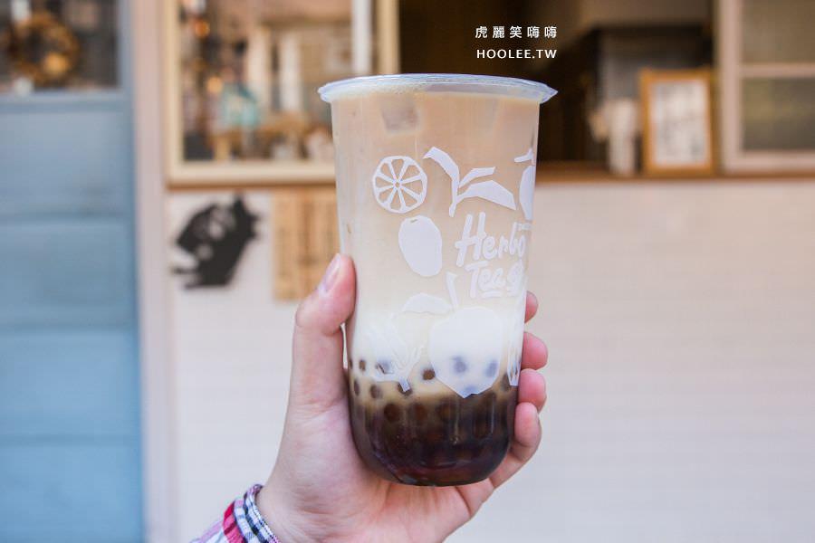 禾茶手作茶飲 建工店 紅茶拿鐵 NT$50 + 黑白珍珠混搭 NT$10